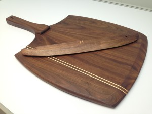 Walnut Pizza Peel with Cutting Arc